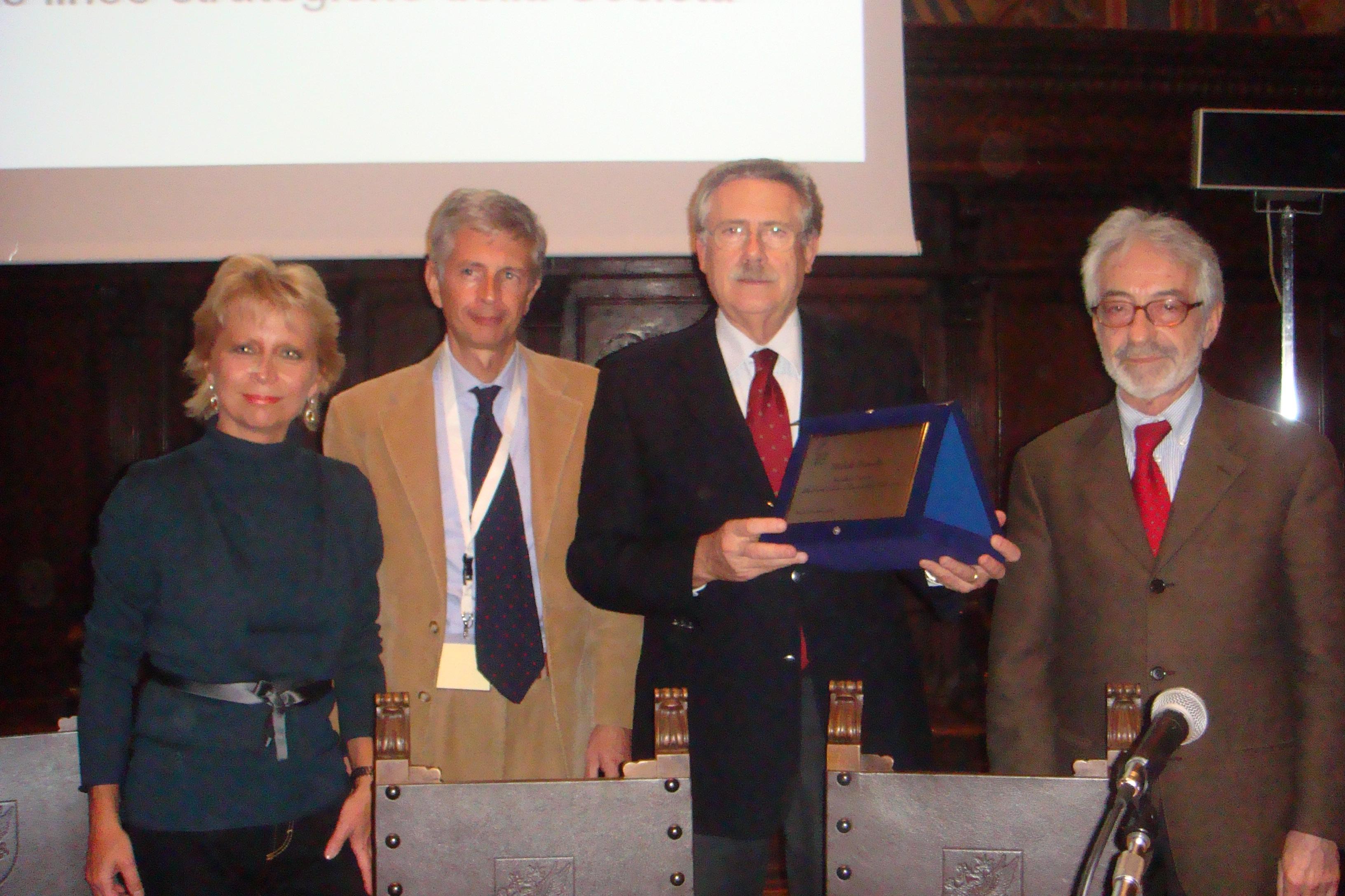 Il Presidente Onorario con il Presidente in carica Antonio Lora (a sn) e i Past-President Mirella Ruggeri e Angelo Cocchi (a dx)